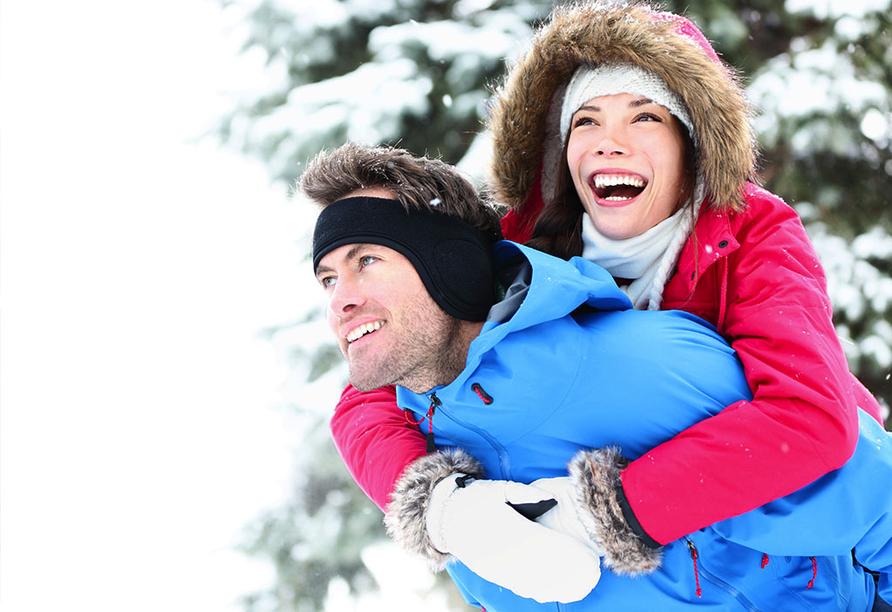 Hotel Meierhof Davos, Schweiz, Paar im Schnee