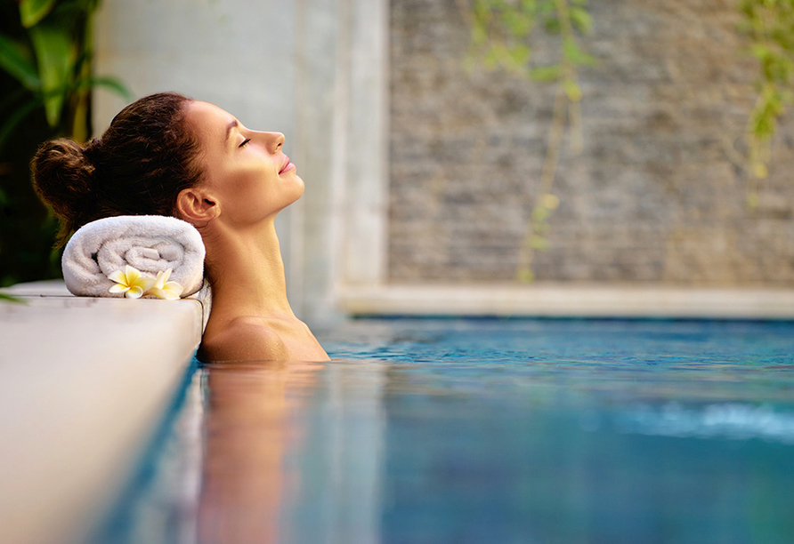 Thermenhotel Viktoria in Bad Griesbach, Entspannung im Pool
