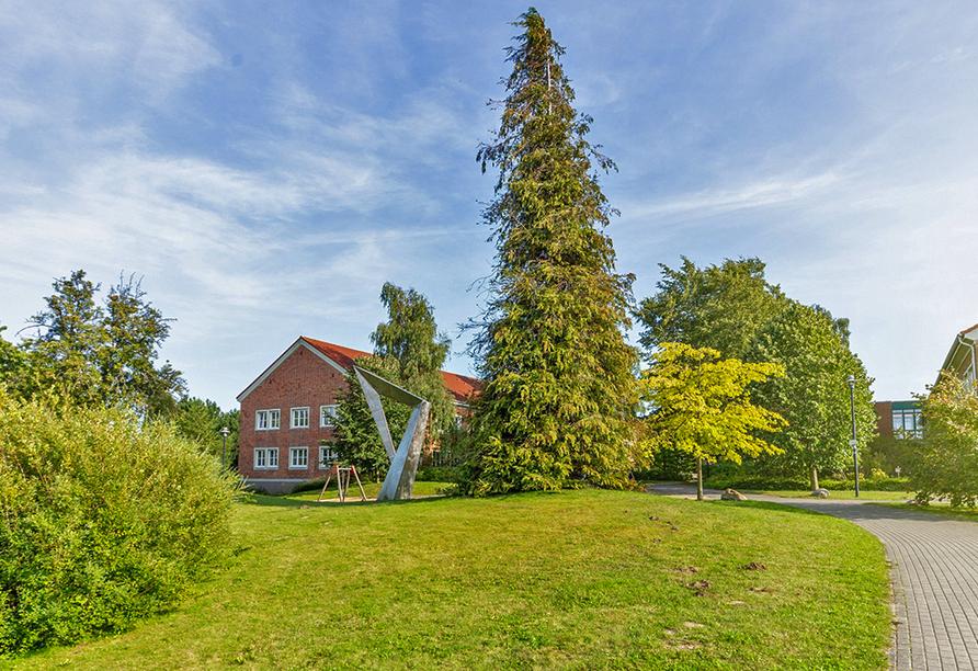 Hotel Rügenblick, Außenanlage im Sommer