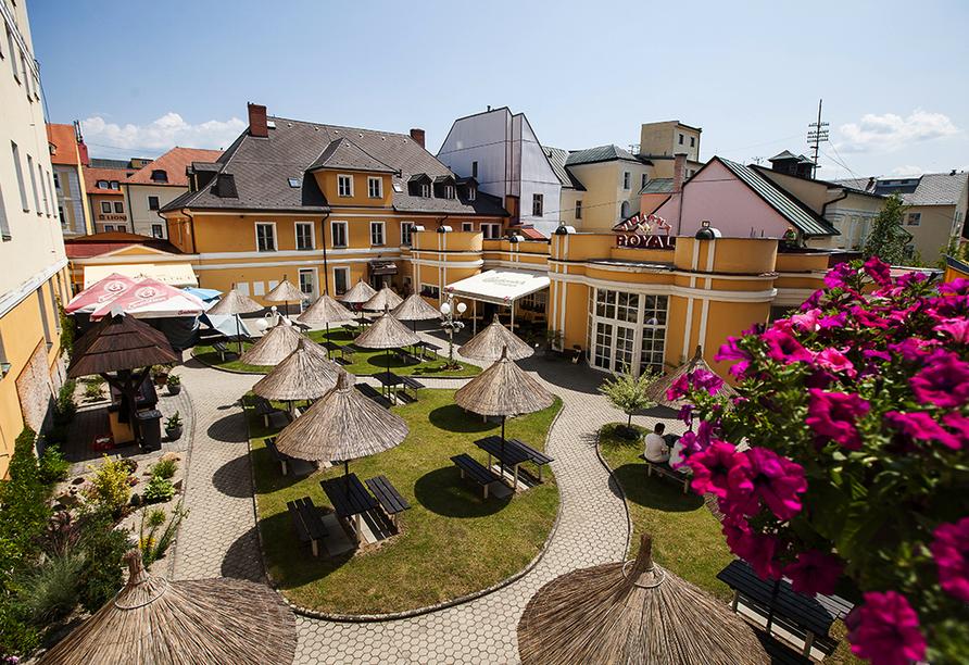Kurhaus Sevilla in Franzensbad, Böhmisches Bäderdreieck, Tschechien, Garten