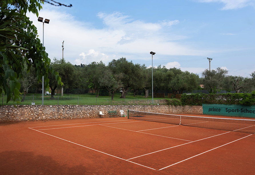 Residence Parco del Garda in Garda Italien, Tennisplatz
