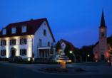 Hotel Gasthof zum Rössle in Hüfingen-Fürstenberg, Blick auf die Kirche