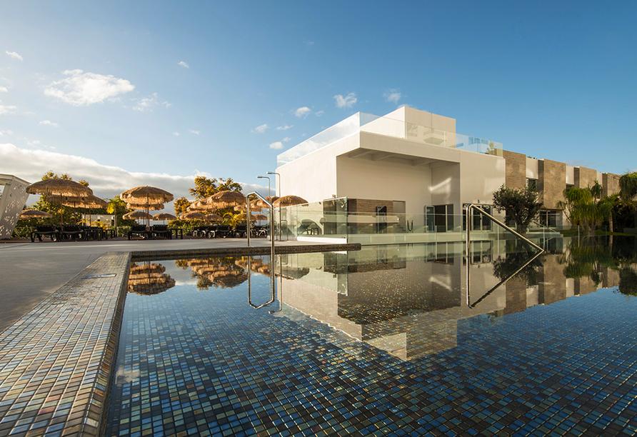 Außenansicht des Hotels Alto Lido in Funchal