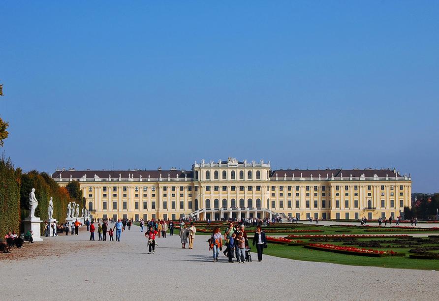 MS Alena, Schloss Schönbrunn