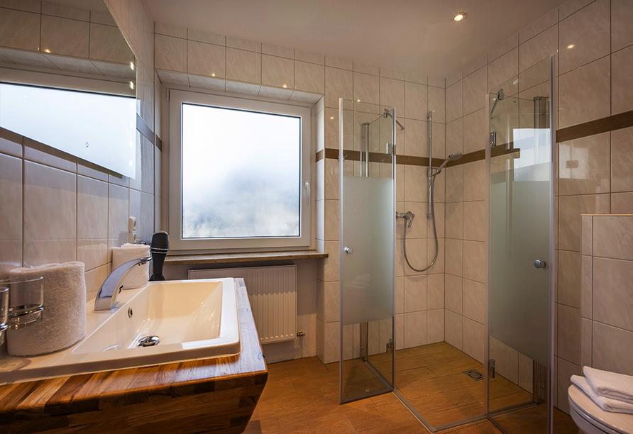Hotel Gradlwirt in Niederndorf, Tirol, Österreich, Beispiel Badezimmer