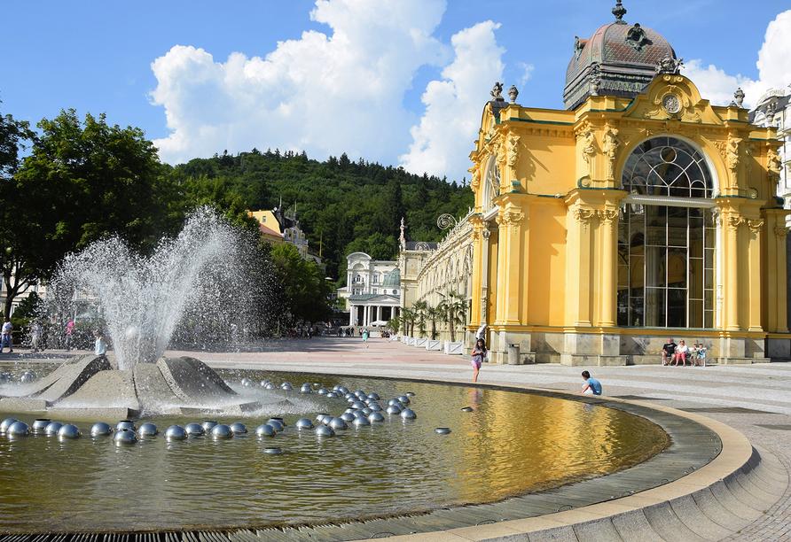 Hotel Flora, Marienbad, Tschechien, Kolonnade und Singende Fontäne
