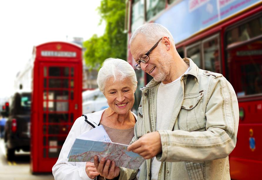 In London erwarten Sie zahlreiche bekannte Sehenswürdigkeiten – vergessen Sie nicht ein Foto in einer der roten Telefonzellen zu schießen.