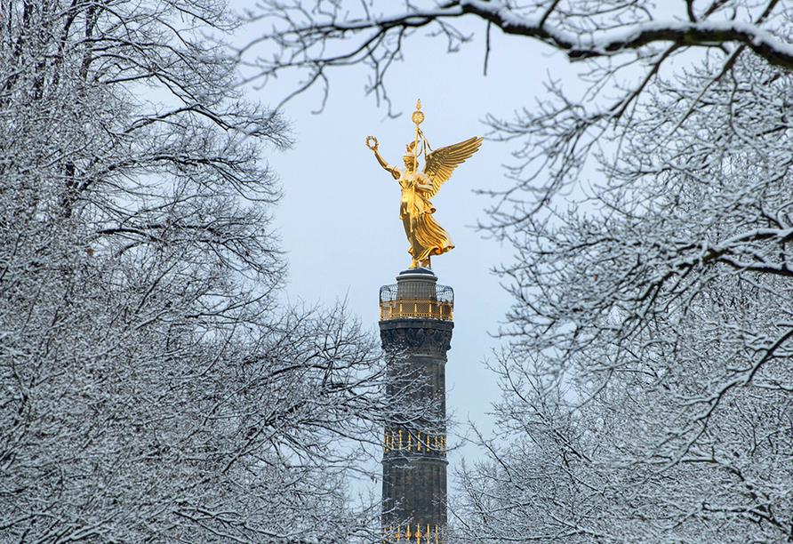 Siegessäule in Berlin zur Winterzeit.