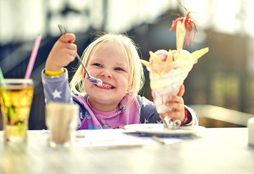 Van der Valk Resort Linstow, Mädchen mit Eisbecher