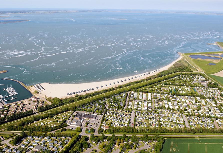 Roompot Beach Resort, Luftaufnahme von der Nordsee