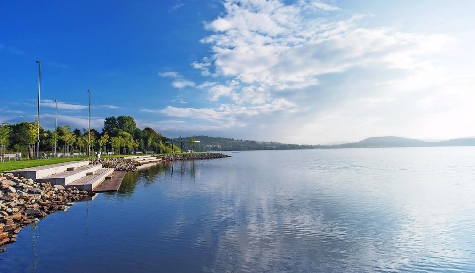 Leihen Sie sich ein Tretboot und fahren Sie über den schönen Bostalsee.