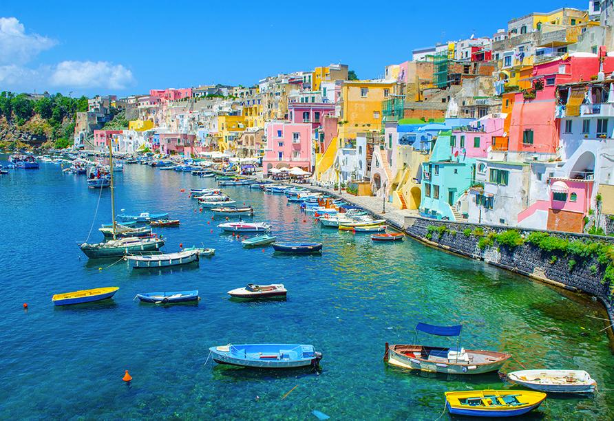 Die kleine Insel Procida mit ihren bunten Häusern ist ein tolles Fotomotiv.