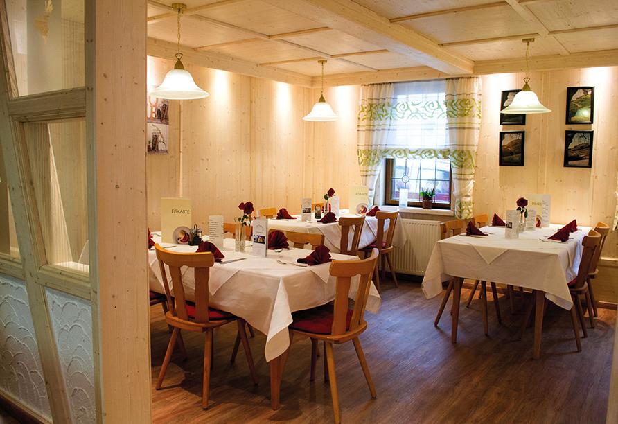 Das Restaurant im Naturparkhotel & Landgasthof Stromberg ist gemütlich eingerichtet.