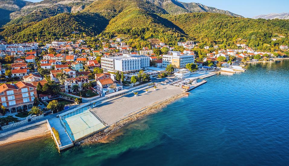 Ihr Hotel Iberostar Bijela Delfin liegt traumhaft in der Bucht von Kotor.