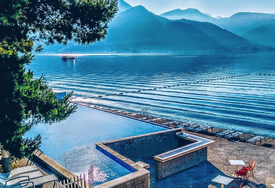 Der Infinity Pool bietet eine spektakuläre Aussicht.