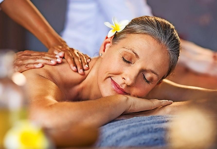 Entspannen Sie bei einer wohltuenden Wellnessanwendung im Partnerhotel Gut Wildbad (ca. 23 km entfernt)!