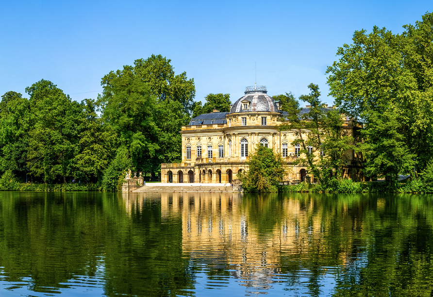 Auf der privaten Domäne des Hauses Württemberg befinden sich das Schlosshotel Monrepos, das Weingut Herzog von Württemberg und der Golfclub Schloss Monrepos.