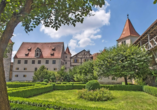 Besuchen Sie die weitläufige Burg Harburg.