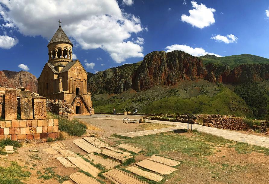 Sie besichtigen auch das schöne Kloster Noravank.