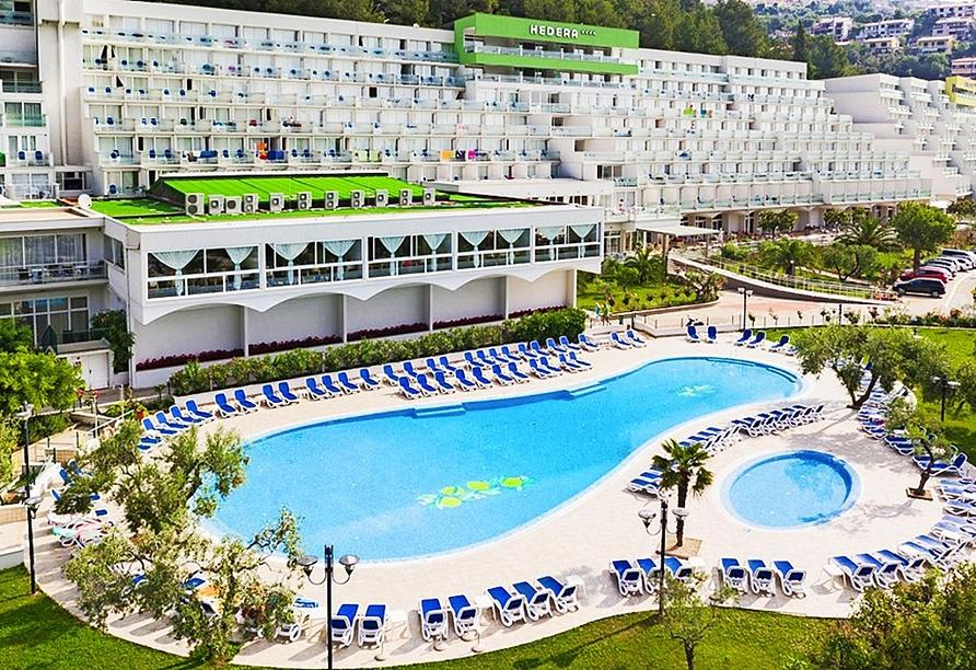 Abkühlung bieten die Pools im Hotelkomplex Maslinica Hotels & Resorts.