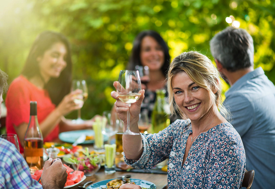 Lassen Sie sich mit leckeren Weinen aus der Region verwöhnen.