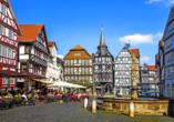Die pittoresken Fachwerkhäuser machen Fritzlar zu einem tollen Ausflugsziel.