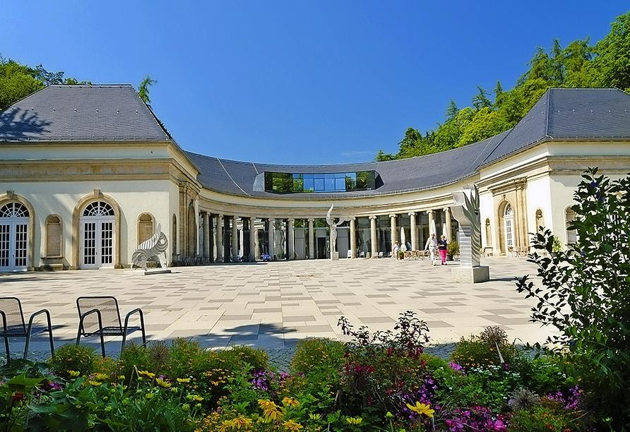 Die Kurstadt Bad Wildungen lockt mit tollen Thermen und dem größten Kurpark Europas.