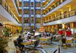 Maritim Hotel Dresden, Weihnachtsmarkt in der Hotelhalle