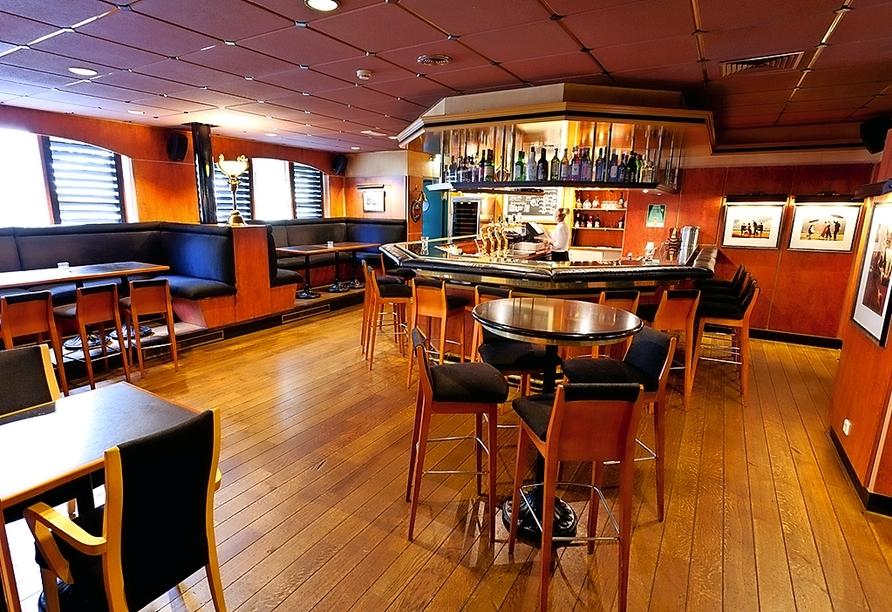 Genießen Sie ein kühles Getränk an der Bar des Hotel Golden Tulip Ampt van Nijkerk.