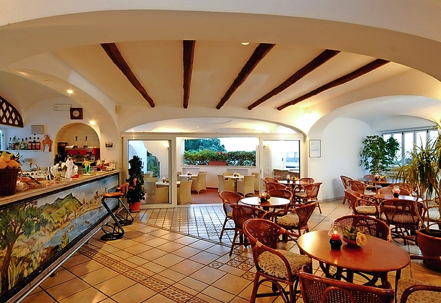 Lassen Sie sich im Restaurant des Hotels Terme Villa Teresa kulinarisch verwöhnen.