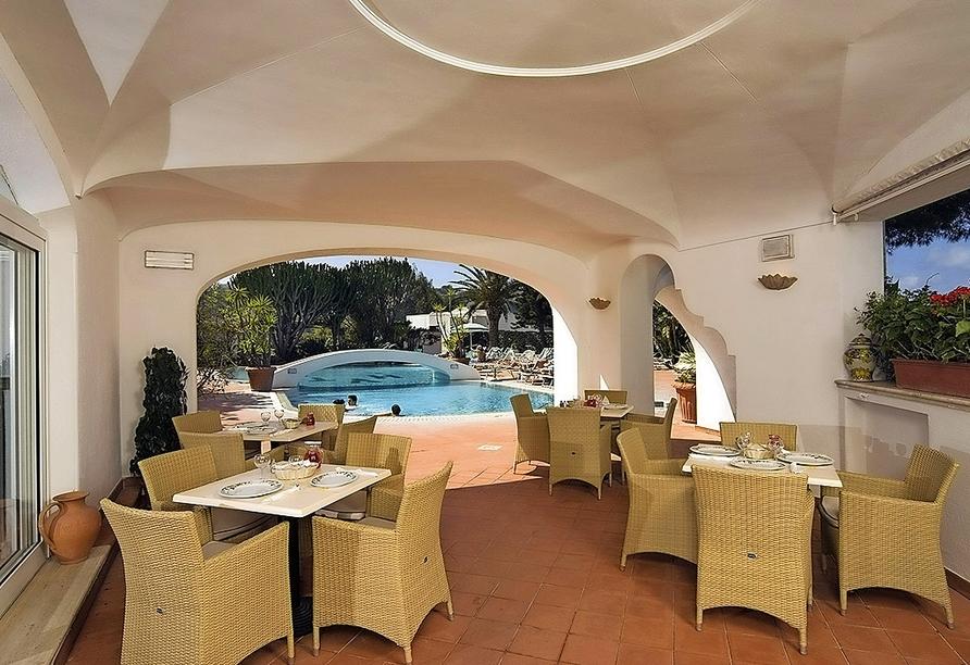 Genießen Sie kühle Getränke im Barbereich des Hotels Terme Villa Teresa.