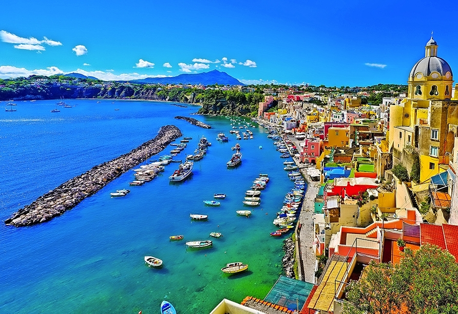 Sie besuchen Procida, die bunte Nachbarinsel von Ischia.