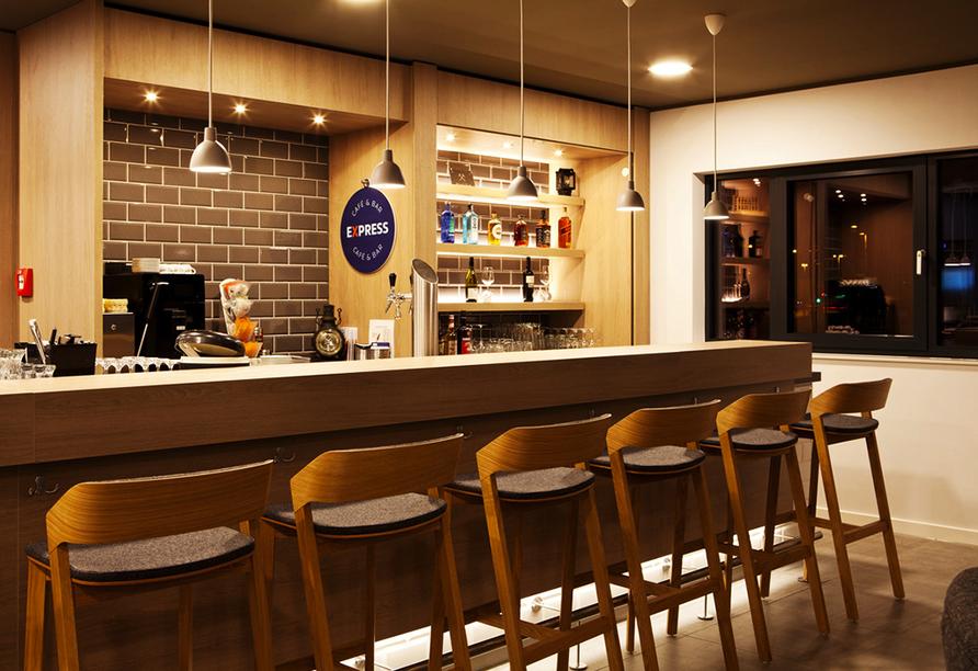 In der hauseigenen Hotelbar können Sie leckere Getränke genießen.