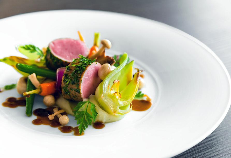 Lassen Sie sich von abwechslungsreichen Gerichten im Gourmet-Restaurant verwöhnen.