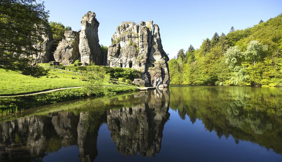 Die sagenumwobenen Externsteine werden auch als deutsches Stonehenge bezeichnet.