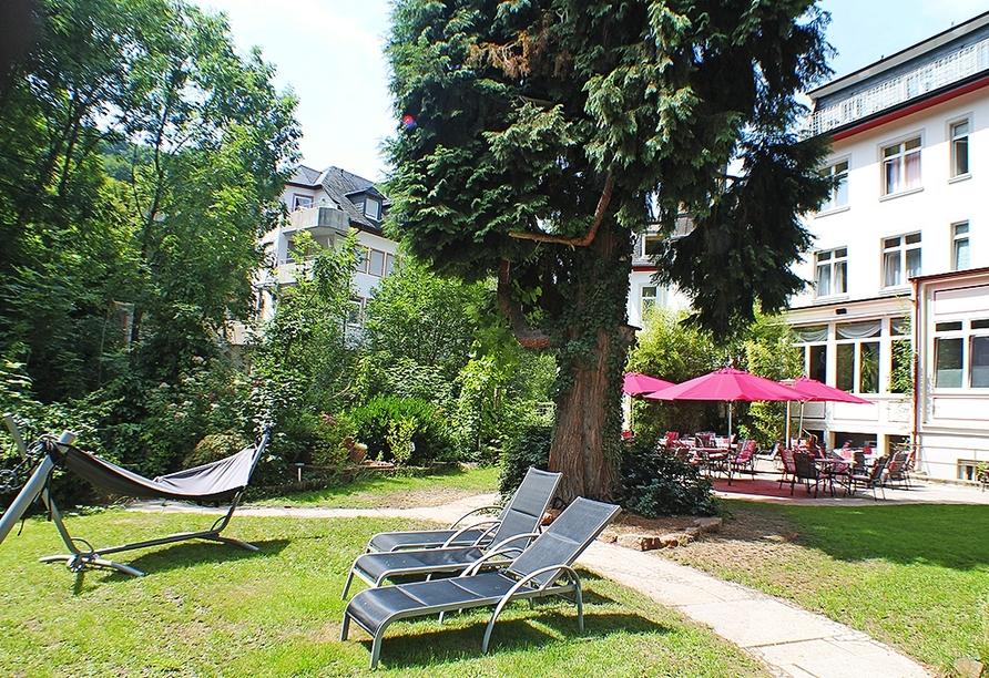 Entspannen Sie auf der Terrasse im Kurhotel Quellenhof