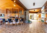 Eingangsbereich und Bar im Kurgarten-Hotel in Wolfach
