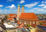 Die Frauenkirche ist das Wahrzeichen von München.