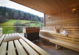 Die Panorama Sauna offenbart einen traumhaften Blick auf den Schwarzwald.