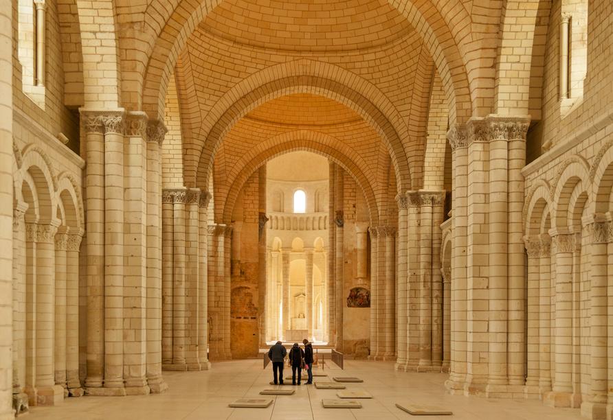Die Abtei von Fontevraud erwartet Sie mit einer monumentalen Architektur.