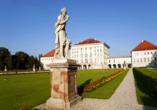 Besichtigen Sie das schöne Schloss Nymphenburg.