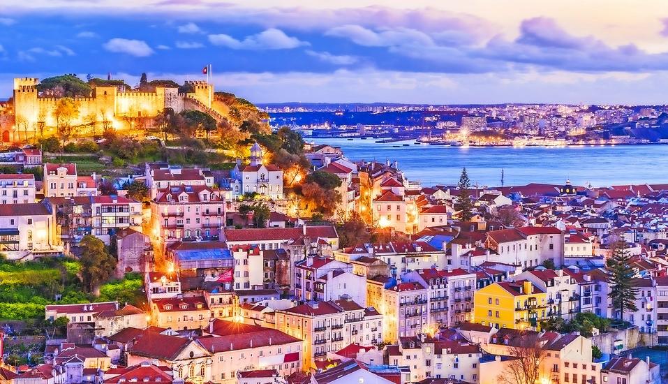 Beeindruckenderr Ausblick über Lissabon am Abend.