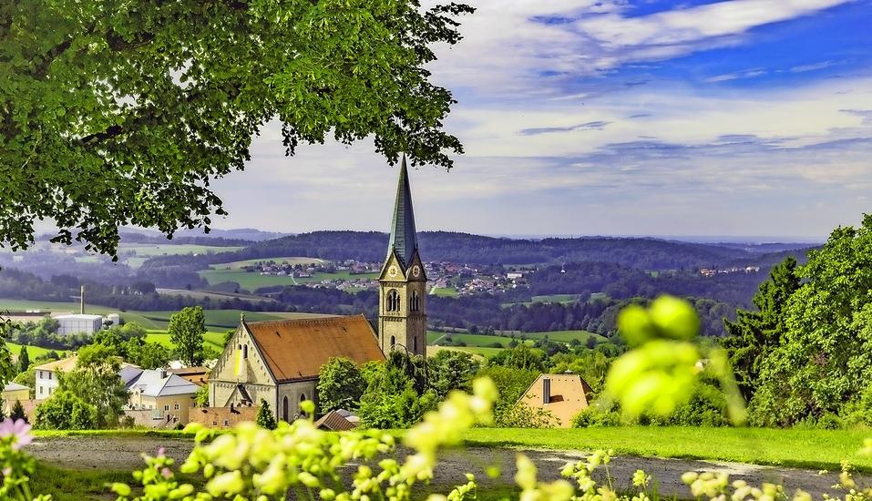 Die malerische Umgebung mit hübschen, kleinen Ortschaften wird Sie begeistern.