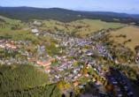 Luftaufnahme von Schmiedefeld am Rennsteig.