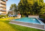 Hotel Schweizer Hof in Bad Füssing im Bayerischen Wald, Liegewiese