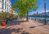 Schlendern Sie durch die schöne Altstadt von Basel.
