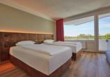 Beispiel für eines der frisch renovierten Twinbettzimmer im renovierten Themenhotel Ostseehotel Midgard.