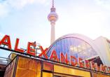 Alexanderplatz udn Fernsehturm in Berlin.