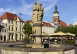 Bestaunen Sie den Brunnen am alten Markt in Cottbus.