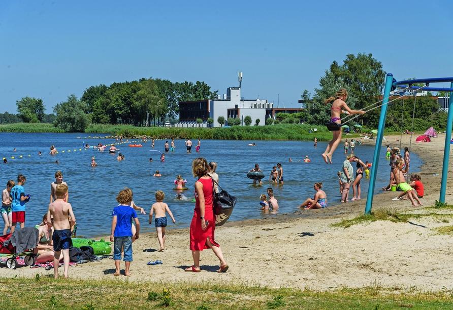 Am Strand Nulde im benachbarten Ort Putten kommt die ganze Familie auf ihre Kosten.